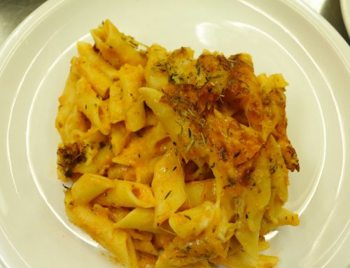 Macaroni pie (Macaroni and cheese) par Chereda Grannum
